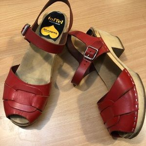 Swedish Hasbeens Peep Toe mid clog red sandals